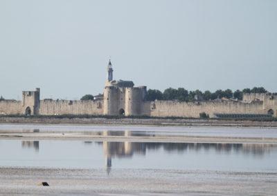 Vue sur la ville fortifiée d'Aigues-Mortes dans le Gard