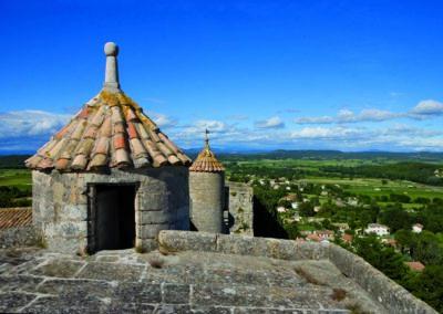 Au sommet de la tour du portail